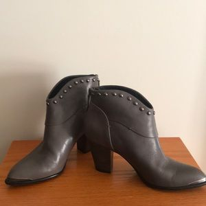 B. Makowsky Quincy Ankle Boots